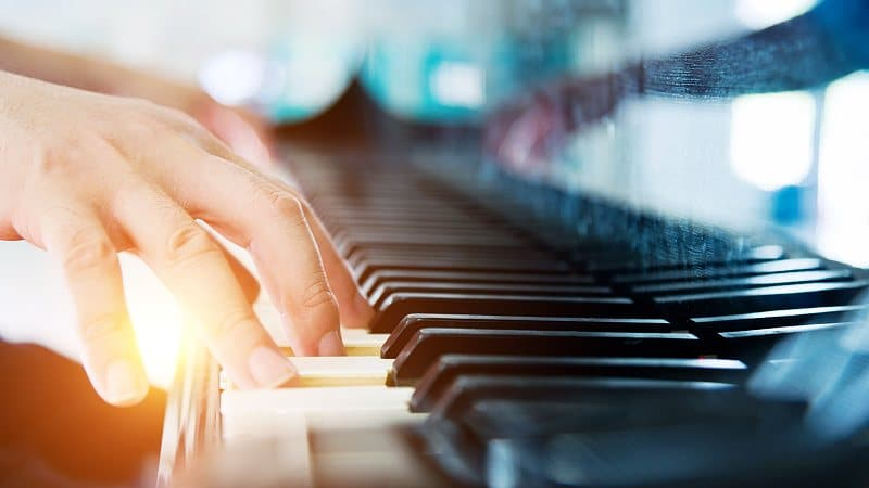 Piano lessons offer a great choice for the first musical instrument that a student learns, especially for younger children who have never taken an instrument before.